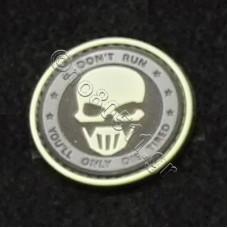 Don't Run, Αυτοκόλλητο Σήμα από PVC (Μαύρο-Λευκό)